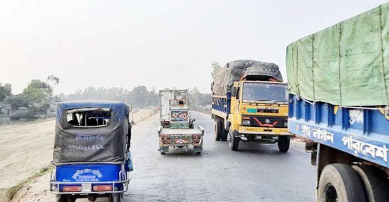 সিরাজগঞ্জে এখন স্বাভাবিকভাবে যানবাহন চলাচল করছে